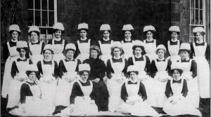Nurses and Matron 1907.