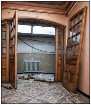 Some one has butchered the frame holding these magnificent doors, expect them to be stolen very soon..March 2010