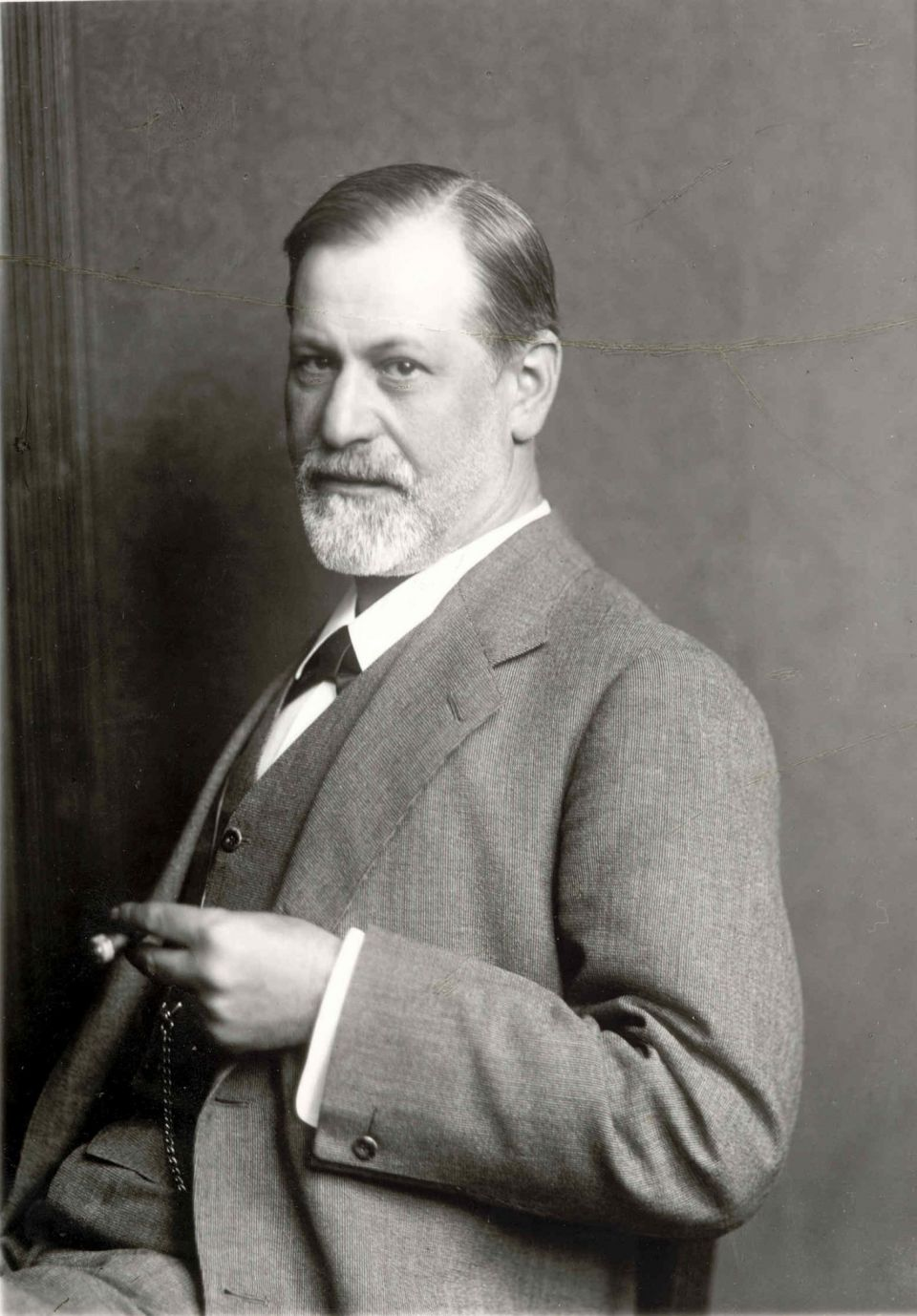 life of sigmund freud The life of sigmund freud schlomo sigusmund freud (sigmund freud) was born on may 6, 1856 in a small village in freiberg, moravia, which is now part of the czech republic he was born into a jewish merchant family, and moved to vienna when.