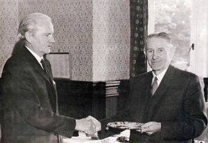 august 1972 dr r mcdonald making a presentation to dr r w carty on dr catys retirement photo h jones sm.jpg