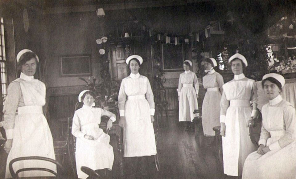 Nellie Jowett was a nurse here in 1921 menston asylum archive imae f25 nellie sat right with glasses.jpg